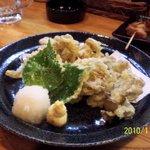 5719059 - しめじとまいたけの天ぷら 二人前。 大葉の天ぷらなんてにくいね。塩でも天つゆでも。