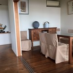 restaurant bio - 奥のテーブル席