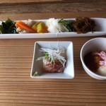 restaurant bio - サラダと前菜2種!