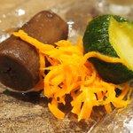 コルクルム - 牛ハラミのステーキ 粒マスタードソース 1200円 の前菜3種、スープ