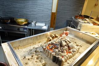 柳家錦 - 新たに作った囲炉裏は火力も強く、調整も効くので、料理に力を発揮します