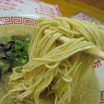 大黒商店 - 麺のアップ