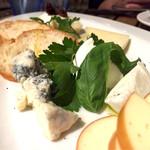 57200138 - 5種のチーズ(^-^)