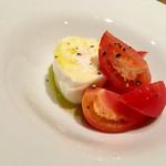 イタリアン アンド ワイン チャコール - フルーツトマトとブッラータチーズ