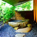 NEZUCAFE - 月の石舟(本館 入口)