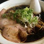 大津家 - ブラックらーめん(ねぎ油、細麺)
