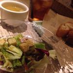 KICHIRI - ランチセットのミニサラダ、バケット、コンソメスープ