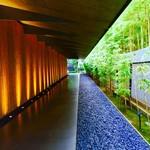 NEZUCAFE - 根津美術館 入口(あまりにも有名な竹林のエントランス/外国人が大好きなロケーションです)