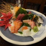 酒場ヒノマル - 料理写真:鮮魚 5種盛り合わせ 1,499円 :まぐろ、メカジキ、サーモン、モンゴイカ、こはだ。