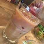 エーピッツァ - 豆乳とアイスコーヒーのハーフ&ハーフ。 優しい味わいです。