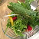 エーピッツァ - 産直フレッシュサラダ。 ランチタイムは、ドリンクとセットでオトクです。