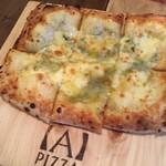 エーピッツァ - クアトロフォルマッジ。 4種のチーズをふんだんに。
