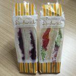 57214099 - 生野菜サンド¥230                       ブルーベリーチーズ¥240