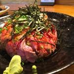 57215329 - ローストビーフ丼 (中) 1350円+税