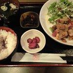 わさら - 日替わりランチ(800円)淡路鶏岩塩焼き