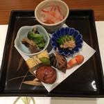 尾道結膳 楽 - お通しつか前菜。どれも絶品で、何から箸をつけようか迷いました