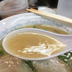 鴨町らーめん - らーめんの豚骨醤油スープ