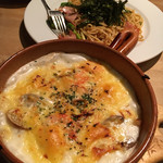 キャロットハウス - アスパラとベーコンのスパゲティ、シーフードドリア