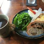 57227091 - 野菜のキッシュとパン