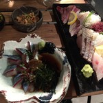 丸秀鮮魚店 - 刺身盛り合わせ、ごま鯖、酢モツ