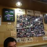57229764 - 何故か壁一面に写真