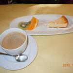5723342 - チーズケーキ&コーヒー