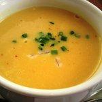 カフェレストラン ラヴィータ - ランチ、ニンジン?のポタージュスープ。 お腹にやさしいお味。