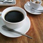 カフェレストラン ラヴィータ - ランチ、このコーヒーがウマい!! 食器にも こだわりを感じます☆