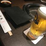 和牛焼肉 幸庵 - 生ビールとテーブルセット