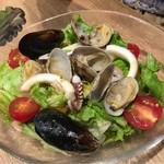 SALVATORE CUOMO&BAR - 魚介サラダ 750円