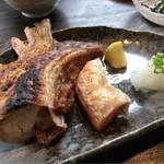 小野の離れ - 焼物 ブリカマと鮭のハラス