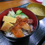 キモト - 料理写真:海鮮丼800円(内税)。