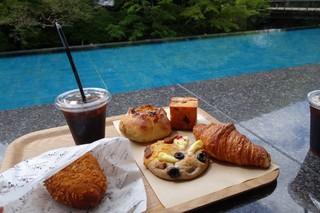 ベーカリー&テーブル 東府や - (2016/9月)足湯席でいただくパンとアイスコーヒー