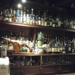 バー メリーウイドウ - お酒の山
