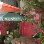 La Fee Delice   - 赤く塗られたドアやフェンス