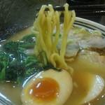 萩原家 - 麺は太麺と細麺から選べるそう、太麺でお願いしてみました。