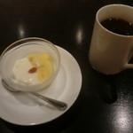 中国料理 白金亭 - マンゴープリンと杏仁豆腐のWプリン