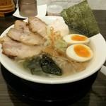 麺道 しゅはり - 潮らあめん チャーシュー3枚 味玉付き(1050円)