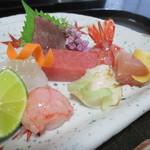 57242379 - 天然鮪、鰹、ひらめ、しま海老、さわら、ばい貝、甘エビラー油味つけ