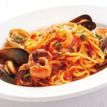 ピッツェリア バール ナポリ - たっぷり魚介のトマトソース