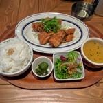 57247212 - 鶏もも肉の唐揚げ ピリ辛山椒風味                       ランチパスポート使用