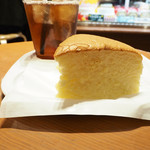 りくろーおじさんの店 - 焼き立てチーズケーキ・カット & アイスティ