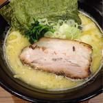日の出らーめん - 豚骨ラーメン(塩)¥710