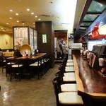 DINING STAGE 佐海屋旭 - 店内 カウンター席と奥が小上がり席 2016年4月