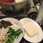 バーミヤン - 料理写真:お豆腐は豪快に一丁単位!