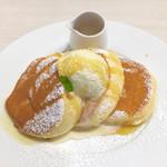 幸せのパンケーキ - カラメルシロップは味を確かめながら少しずつかけると幸せになれるかと思います