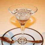 レストラン ひらまつ - シェリー酒とトリュフ風味のゼリー カリフラワーの軽いスープ仕立て