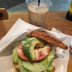 57270833 - ALT Sandwichと、ティーラテ(460円)