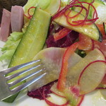 BONCOURAGE - 多くの種類の野菜が顔を出す