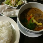 ナーラック アジアンスープスタンド - マッサマンカレー(880円)